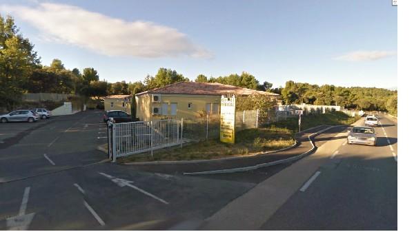 Entrée du centre médical sur Route départementale 561 entre Peyrolles en Provence et Jouques